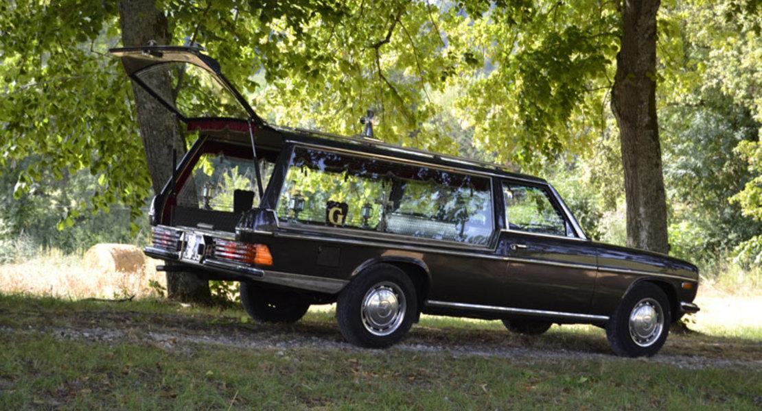 location de mercedes 240d w115 corbillard paris roadstr. Black Bedroom Furniture Sets. Home Design Ideas