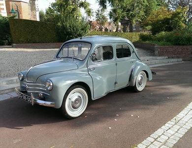 Renault 4cv 1062 à Wimereux (Pas-de-Calais)