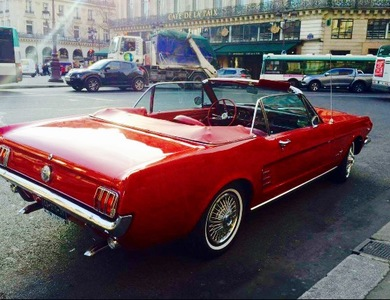 Ford Mustang Cabriolet (1ère Gen) à La Garenne-Colombes (Hauts-de-Seine)