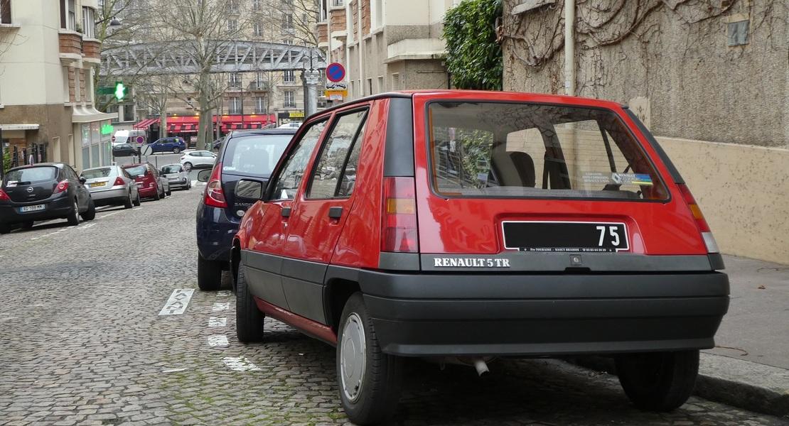 location-RENAULT-Bertholène-roadstr