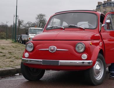 Fiat 500 Rouge à Paris (11ème arr.)
