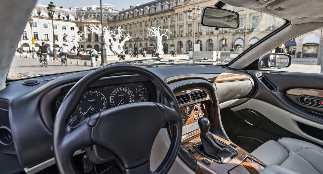 location-ASTON MARTIN-Paris-roadstr