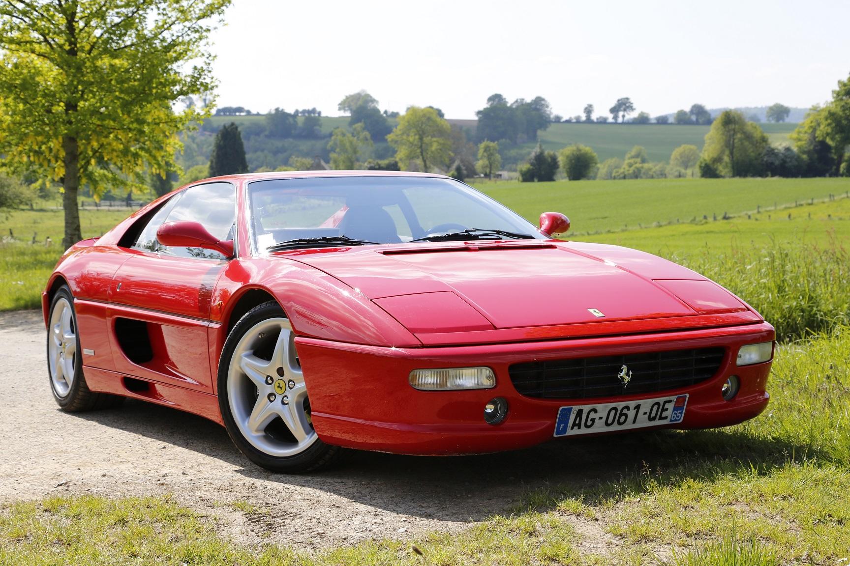 louer une Ferrari avec Roadstr