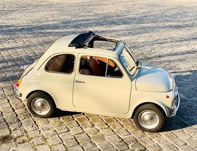 Fiat 500 à Courbevoie (Hauts-de-Seine)