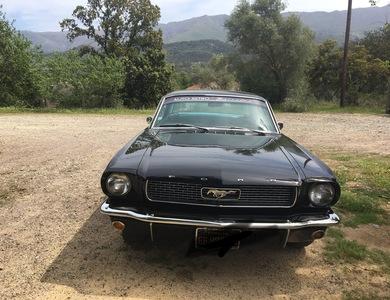 Ford Mustang (1ère Gen) à Speloncato (Haute-Corse)