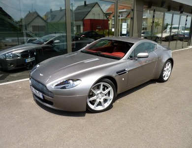Aston Martin Vantage V8 à Brignais (Rhône)