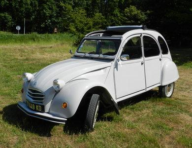 Citroen 2 Cv à L'Huisserie (Mayenne)