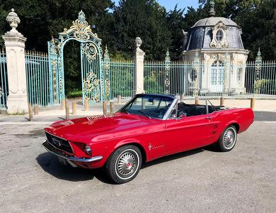 Ford Mustang Cabriolet (1ère Gen) à Puteaux (Hauts-de-Seine)