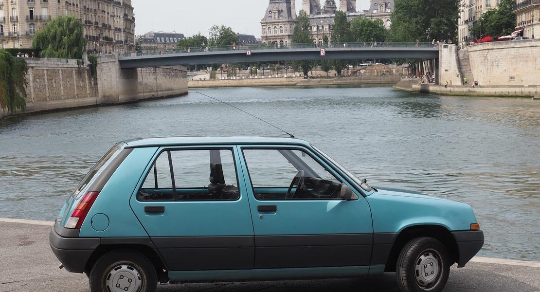 location-RENAULT-Paris-roadstr