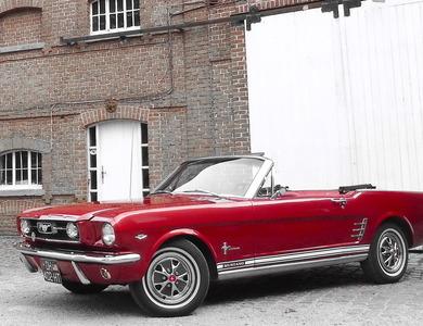 Ford Mustang Cabriolet V8 (1ère Gen) à Bousbecque (Nord)