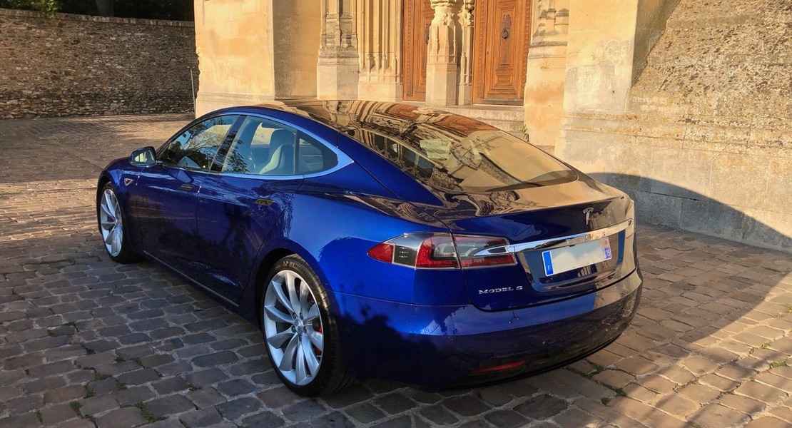 location-TESLA-Paris-roadstr