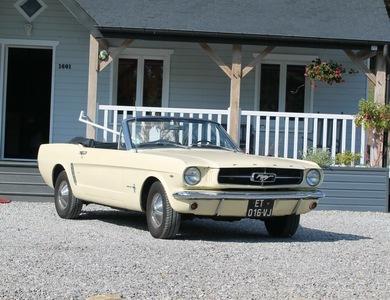 Ford Mustang Cabriolet (1ère Gen) à Domont (Val-d'Oise)