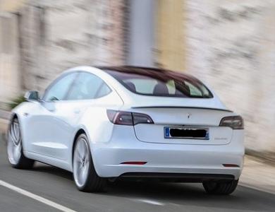 Tesla Model 3 Performance à Paris (16ème arr.)