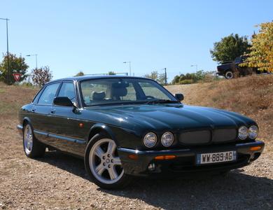 Jaguar Xjr X308 à Bourg-Saint-Christophe (Ain)