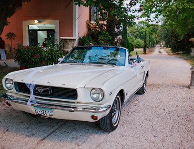 Ford Mustang Cabriolet (1ère Gen) Blanche à Meyrargues (Bouches-du-Rhône)
