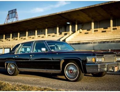 Cadillac Fleetwood Brougham à Reims (Marne)