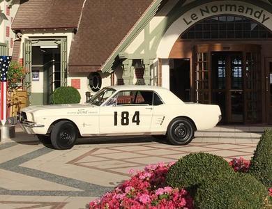 Ford Mustang (1ère Gen) à Deauville (Calvados)