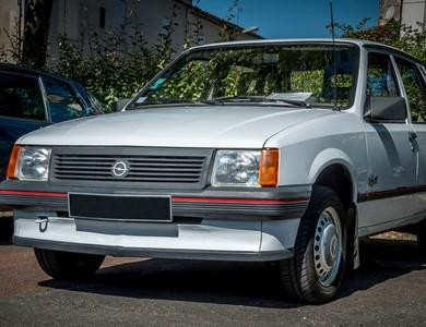 Opel Corsa A à Châteaubernard (Charente)