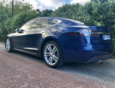 Tesla Model S 70 à Méré (Yvelines)