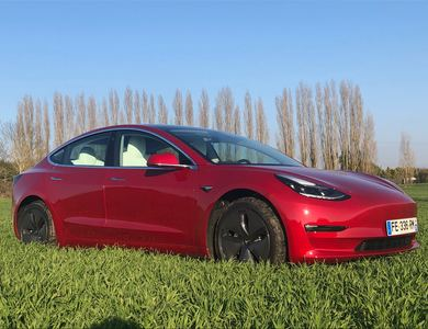 Tesla Model 3 Long Range à Méré (Yvelines)