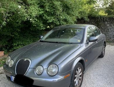 Jaguar S-type à Selongey (Côte-d'Or)