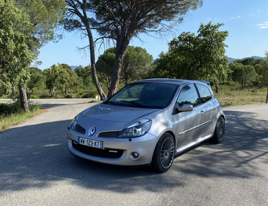 Renault Clio 3 Rs à La Motte (Var)