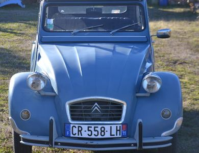 Citroen 2cv à Montolieu (Aude)