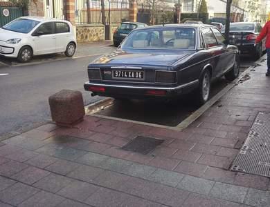 Jaguar Daimler Xj à Bezons (Val-d'Oise)