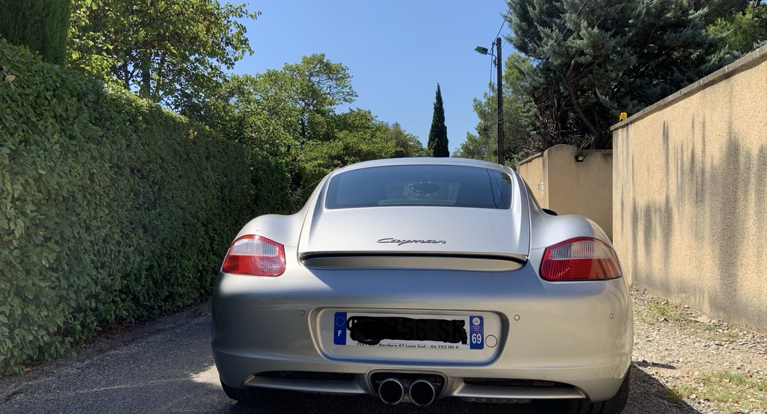 location-PORSCHE-Lyon-roadstr