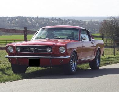 Ford Mustang (1ère Gen) à Maule (Yvelines)