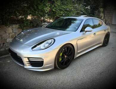 Porsche Panamera à Montlignon (Val-d'Oise)