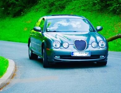 Jaguar S-type à Neuville-Saint-Rémy (Nord)