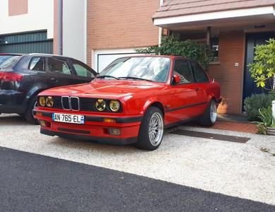 Bmw E30 318is à Voisins-le-Bretonneux (Yvelines)