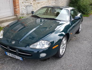 Jaguar Xk8 Coupé à Feytiat (Haute-Vienne)