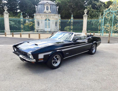 Ford Mustang Cabriolet V8 (1ère Gen) à Puteaux (Hauts-de-Seine)