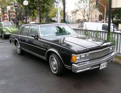 Chevrolet Caprice Noire à Nanterre (Hauts-de-Seine)