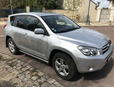 Toyota Rav4 à Rueil-Malmaison (Hauts-de-Seine)