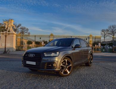 Audi Q7 à Paris (10ème arr.)