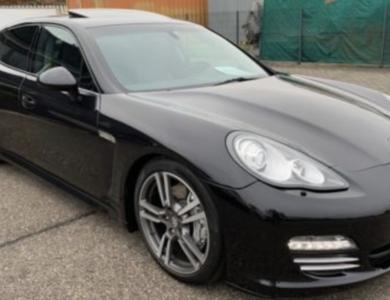 Porsche Panamera à Paris (8ème arr.)