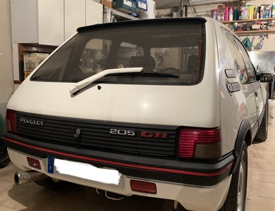 Peugeot 205 Gti 1,9 à Châteauneuf-Grasse (Alpes-Maritimes)