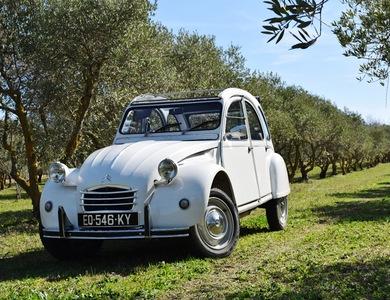 Citroen 2cv à Aix-en-Provence (Bouches-du-Rhône)
