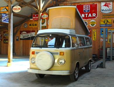 Volkswagen (vw) Combi à Beaumontois-en-Périgord (Dordogne)