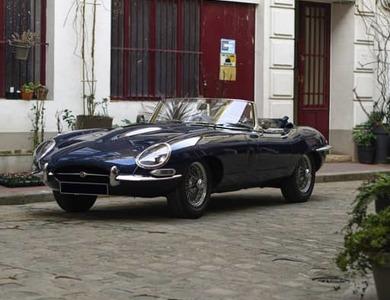 Jaguar Type E Cabriolet à Paris (10ème arr.)