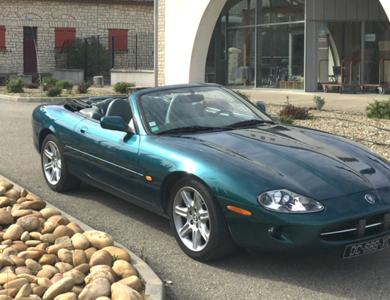 Jaguar Xk8 à Saint-Laurent-des-Arbres (Gard)