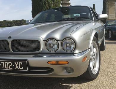 Jaguar Xjr à Saint-Laurent-des-Arbres (Gard)