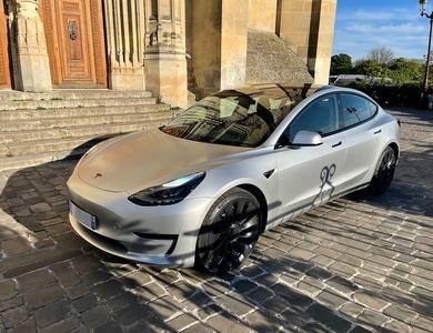 Tesla Model 3 Performance à Paris (17ème arr.)