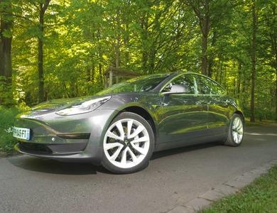 Tesla Model 3 à Paris (8ème arr.)