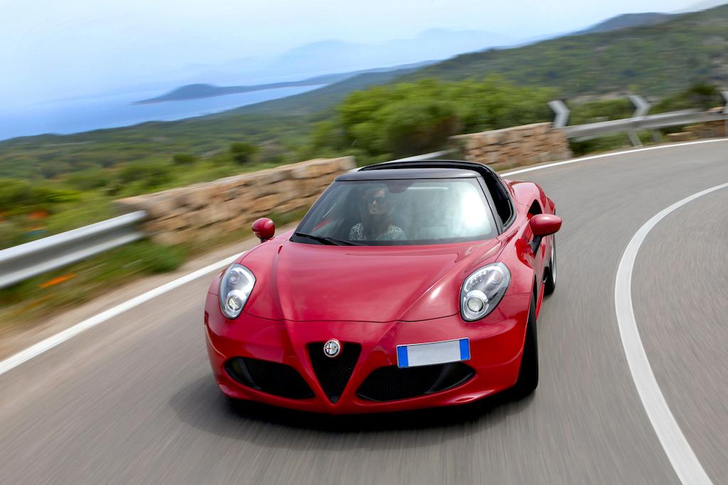 Alfa Romeo 4C rouge