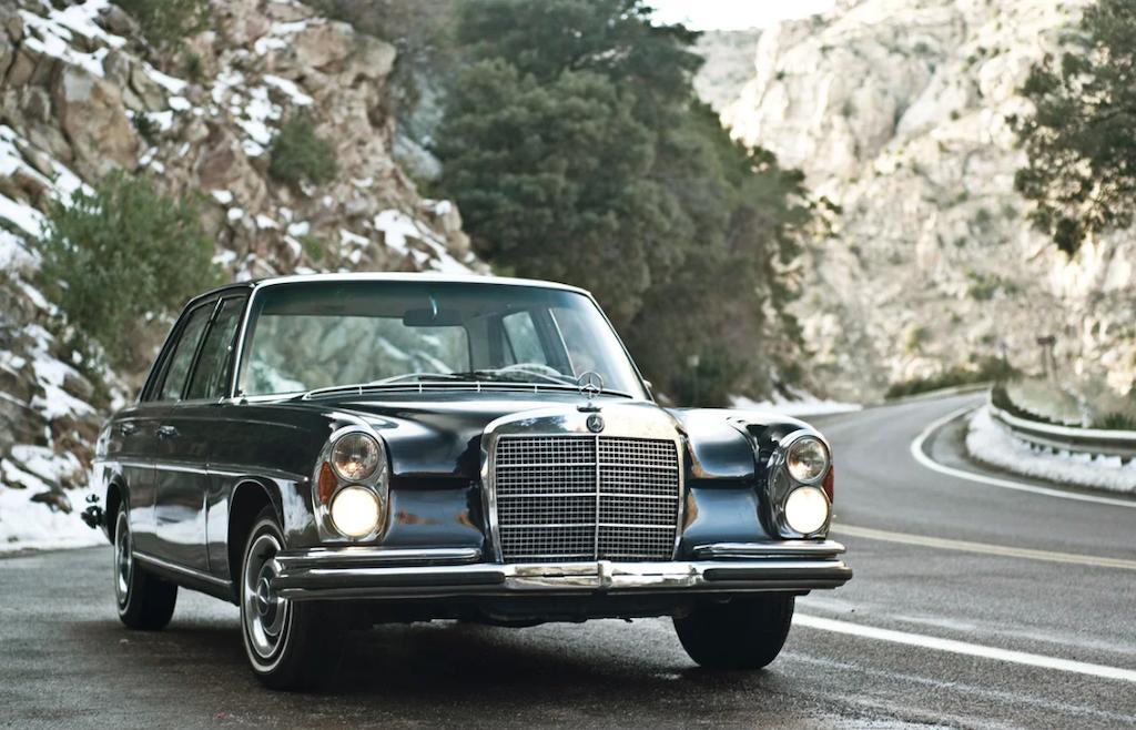 Mercedes 280 SE noire