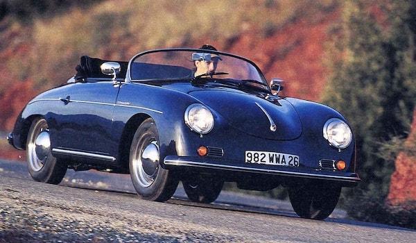 Porsche 356 Speedster Replica par PGO bleu nuit sur une route de campagne
